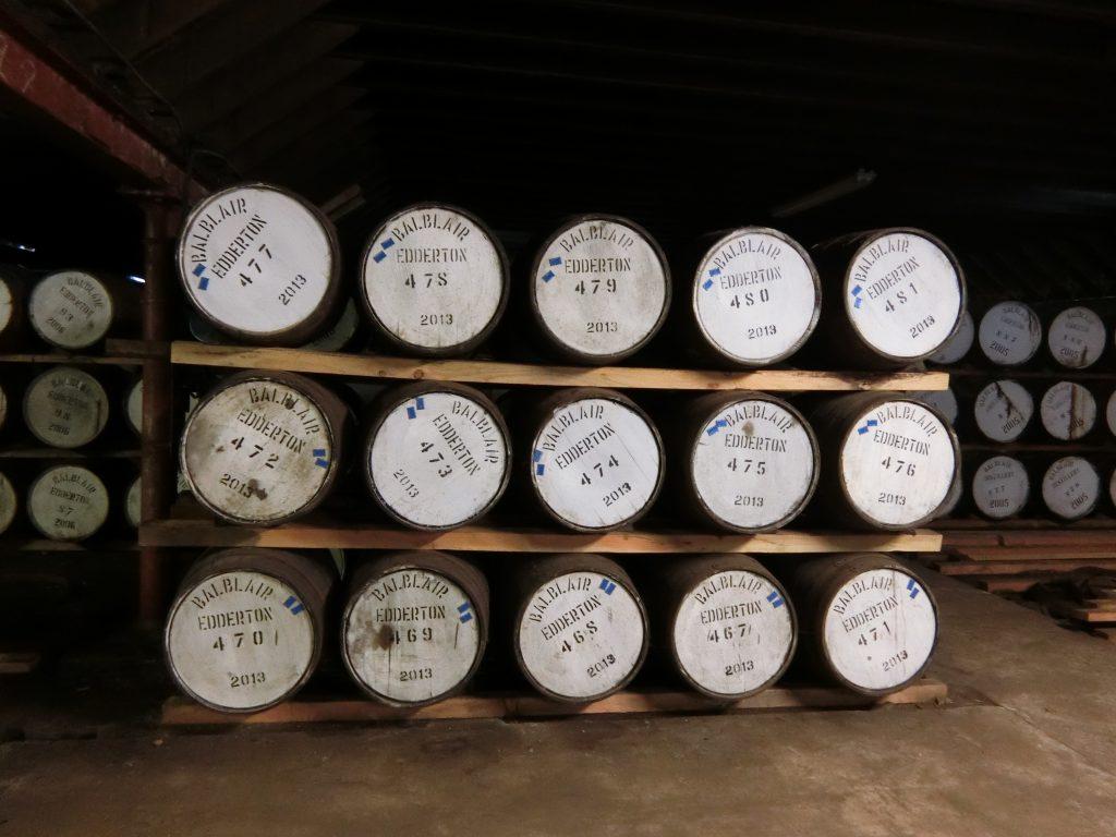 バルブレア蒸留所 ダンネージ式の倉庫