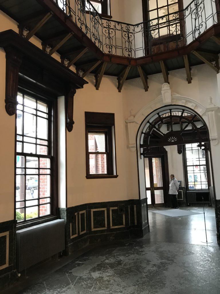 岩手銀行赤レンガ館エントランスホール