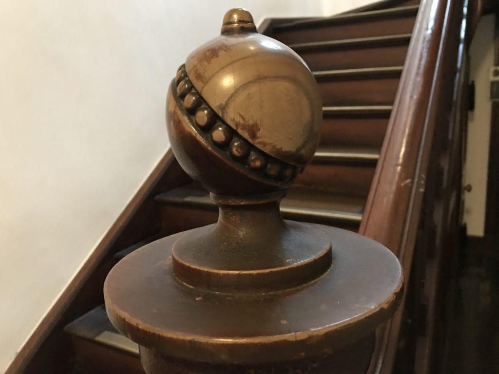 岩手銀行赤レンガ館階段手摺装飾
