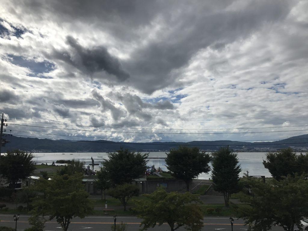 片倉館屋上から諏訪湖を望む