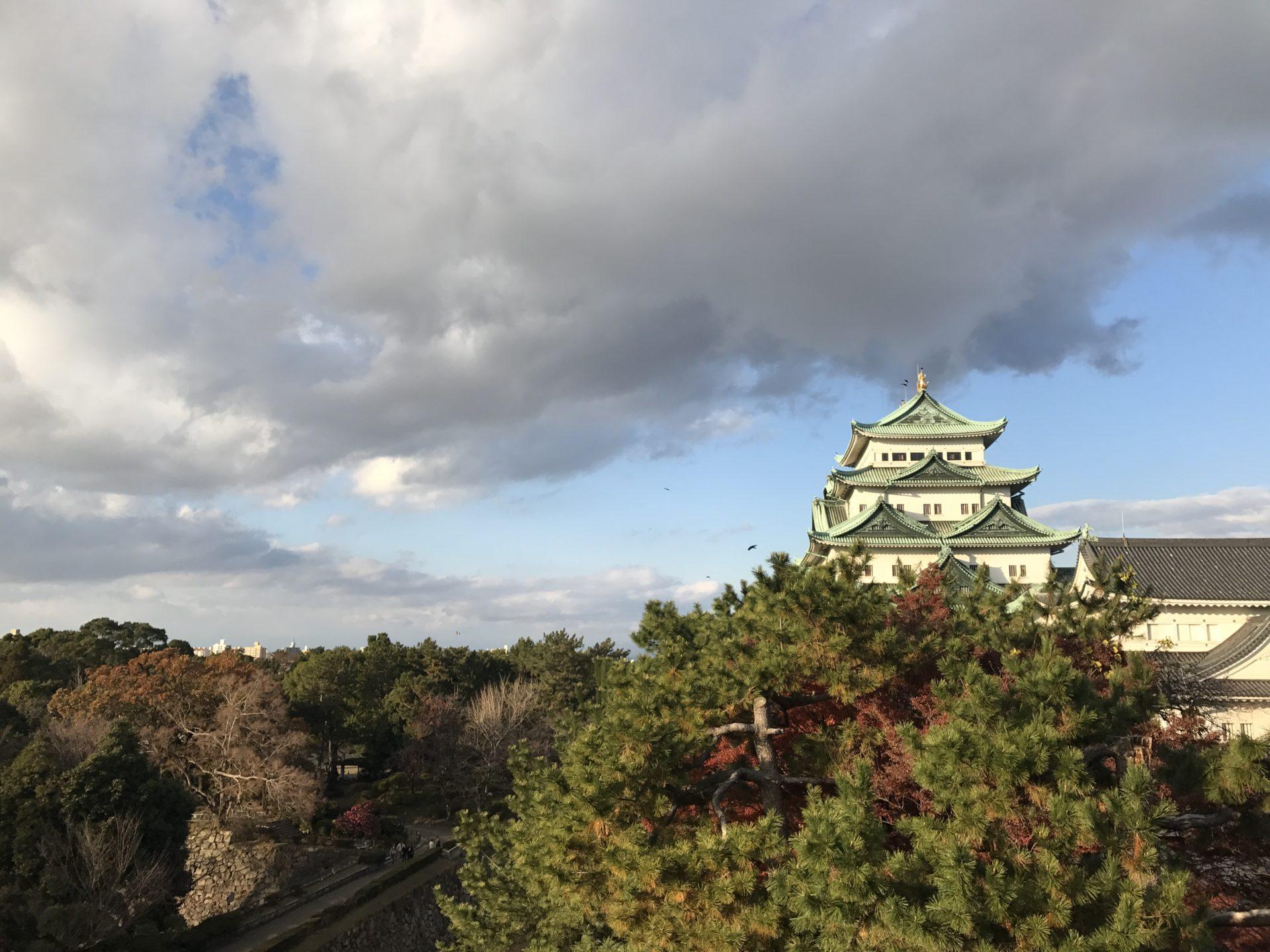 西南隅櫓から名古屋城天守閣を望む