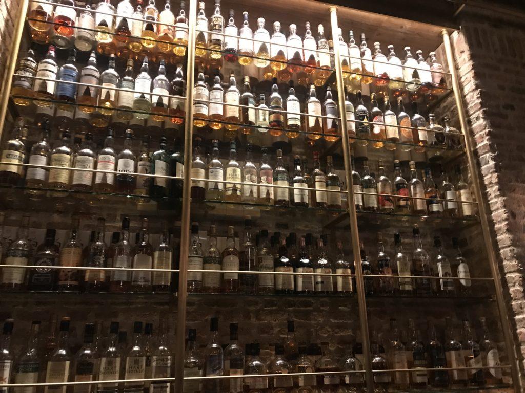 東京ウィスキーライブラリーの棚
