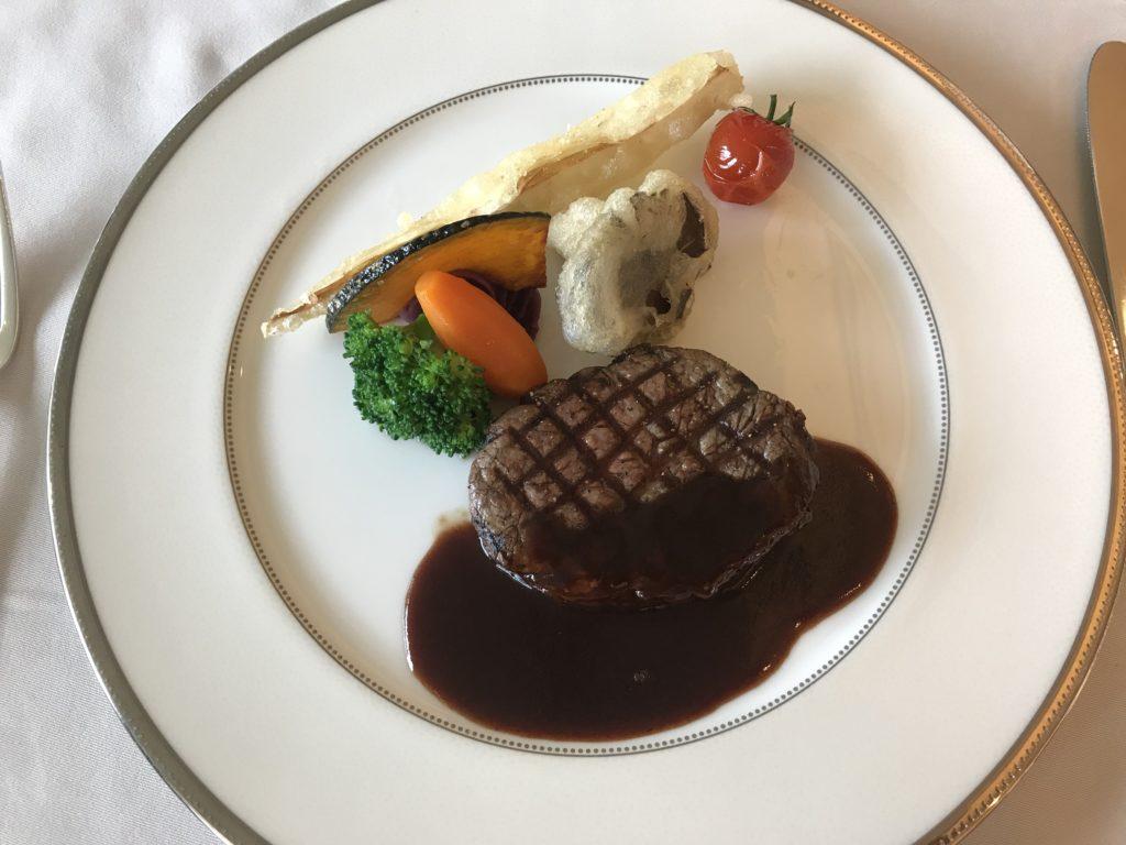上野精養軒のコース 牛フィレ肉のグリエ
