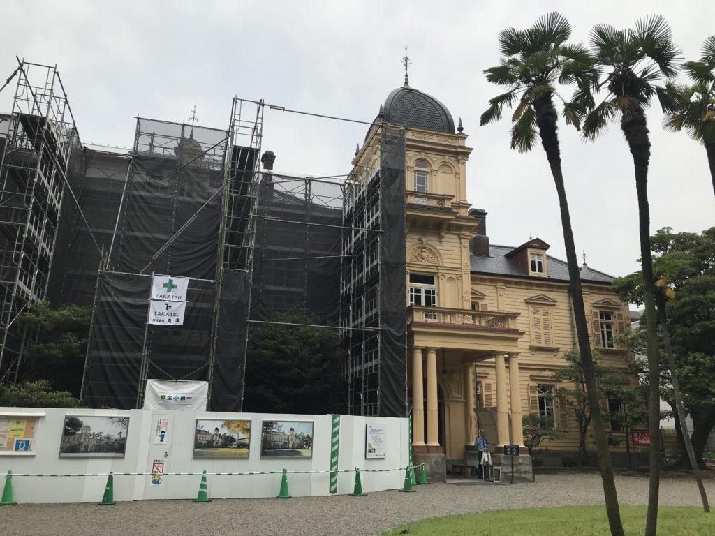 修復工事中の旧岩崎邸庭園