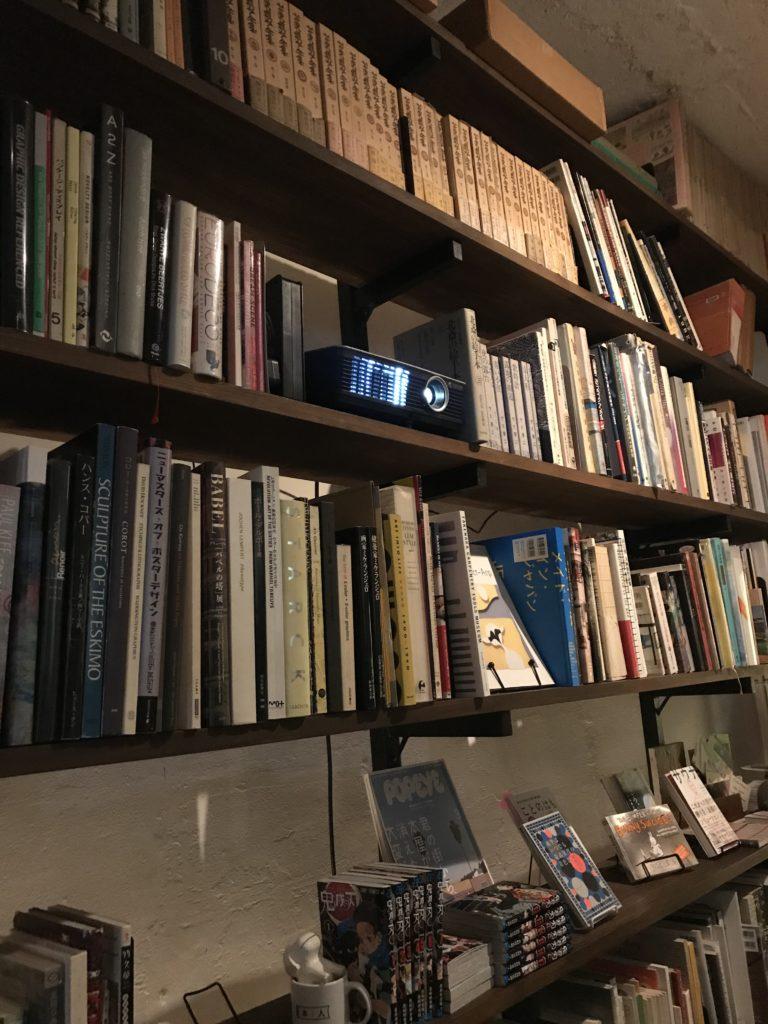書庫バーの本棚